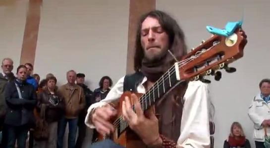 吉他教学——教你刚拿到吉他的时候从何处下手?