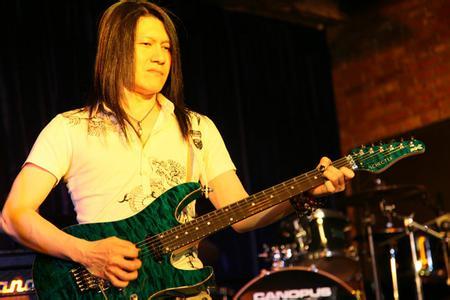 吉他教学——扫弦技巧及注意事项
