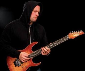 有着20年弹琴经验的吉他高手给大家的建议